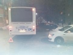 ДТП ВАЗ 2114 и автобус на перекрёстке улиц социалистической и химиков (4)