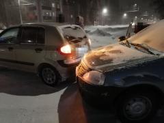 ДТП с участием Рено и Хундай, на перекрёстке с проспектом Ленина, Стерлитамак (3)